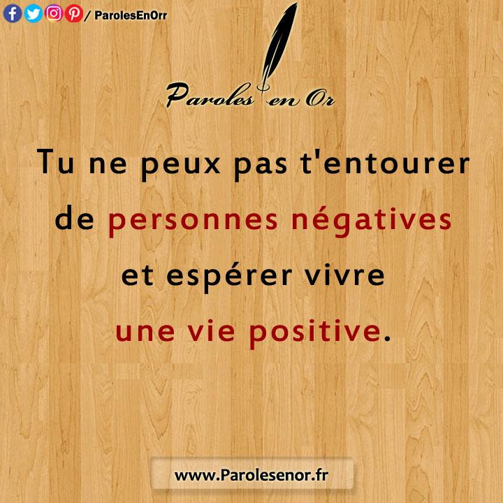 Tu ne peux pas t'entourer de personnes négatives, et espérer vivre une vie positive.